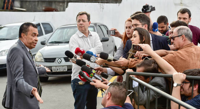 Advogado de Najila estuda a possibilidade de processar Neymar na França