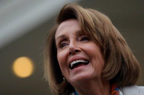 Nancy Pelosi deverá liderar oposição a Trump