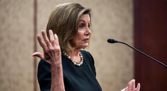 Nancy Pelosi anunciou a investigação contra Trump na terça (24)