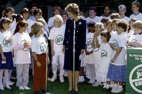 A então primeira dama Nancy Reagan liderou a campanha 'Just Say No', parte da guerra contra as drogas do governo Reagan