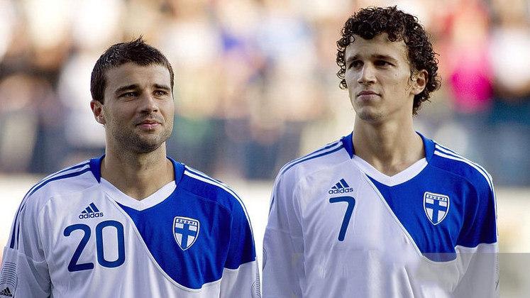 Não bastasse um, o russo Aleixei Eremenko atingiu o feito de jogar com dois filhos. Primeiro, atuou ao lado do seu filho no HJK Helsinki e posteriormente com Roman Eremenko no FC Jaro.