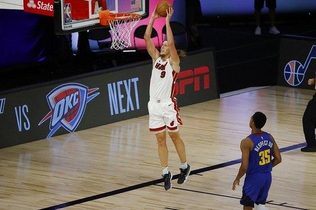Não é sempre que isso acontece, mas Kelly Olynyk (Miami Heat) foi um dos destaques do banco de sua equipe. O ala-pivô obteve 20 pontos, cinco rebotes e converteu oito dos 11 arremessos, sendo quatro deles de três. Além dele, o armador Goran Dragic adicionou 13 pontos e cinco assistências para os reservas