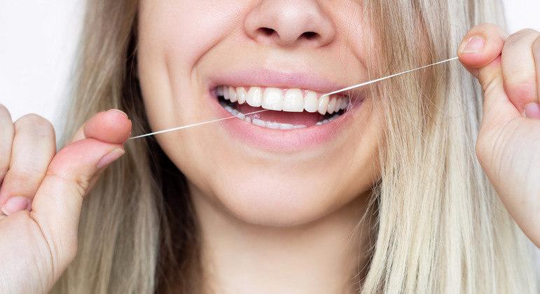 Não se esqueça do fio dental e da escova interdental.