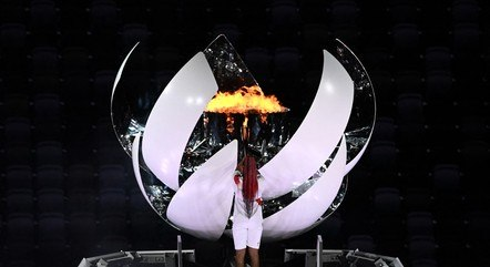 Tenista Naomi Osaka acendeu a pira olímpica