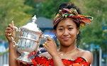 Tricampeã de Grand Slams, os torneios mais importantes do tênis mundial, Naomi Osaka é uma jovem de apenas 22 anos. A japonesa também é a esportista que mais lucrou neste ano. Conheça mais sobre uma das promessas do tênis a seguir