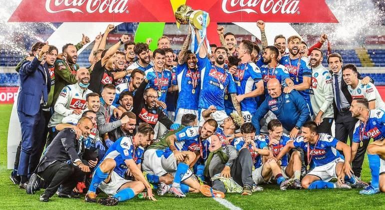 O Napoli, campeão de 2019/2020, agora sem a chance do bi