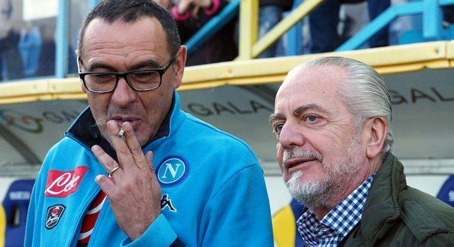 No Napoli, o fumante Sarri e o presidente De Laurentiis