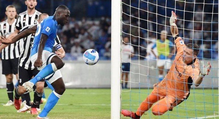O momento do gol de Koulibaly, 2 X 1 em favor do Napoli