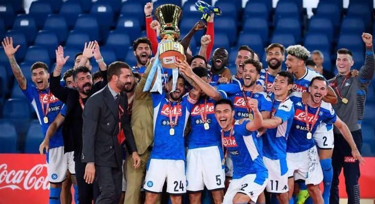 O Napoli de Gattuso (quase escondido, à esquerda), campeão de 2019/2020
