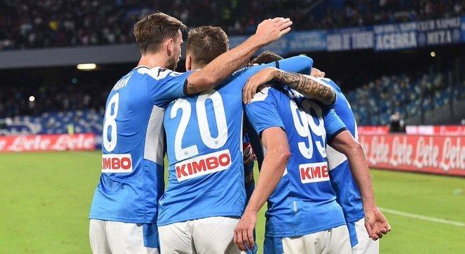"""Napoli, 2 X 0 no Verona, na """"Terra da Pizza"""""""