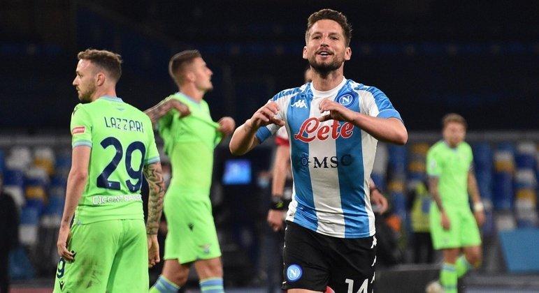 Mertens, a festa pelo quarto gol do Napoli