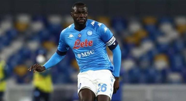 Koulibaly, quem diria, o autor do gol de abertura, antes dos 5'