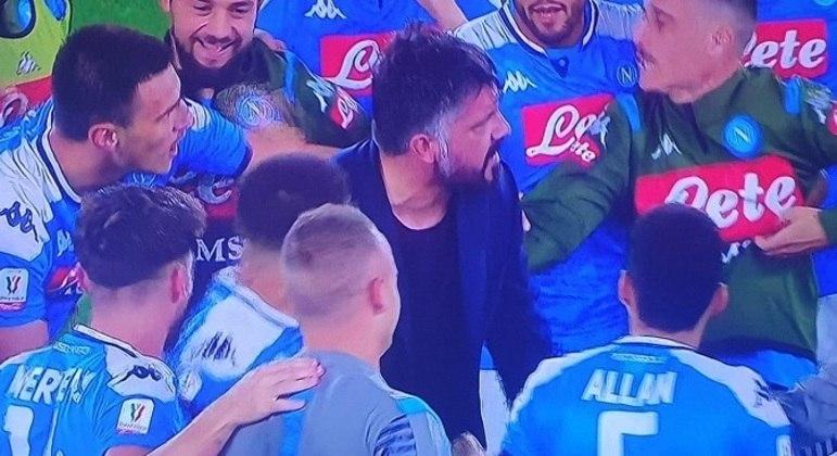 Gattuso e seus pupilos, na comemoração da Copa Itália de 2019/2020