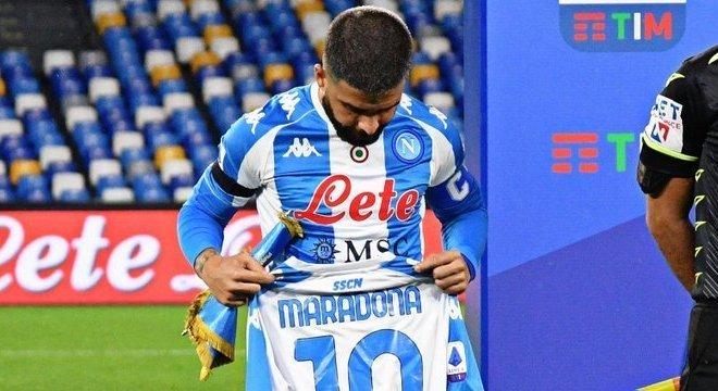 Insigne e a camisa de Maradona