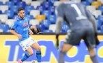 O belga Dries Mertens marcou o primeiro gol da vitória por 2 a 0 do Napoli sobre o Benevento, neste domingo (28), pelo Campeonato Italiano. A equipe napolitana está em sexto lugar, com 43 pontos, três atrás da Roma (quinta colocada), a primeira a garantir vaga nas competições europeias