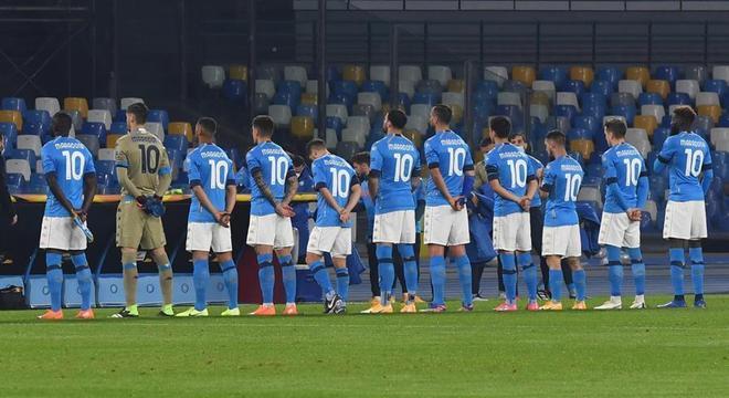 Jogadores do Napoli utilizaram camisas em homenagem a Maradona