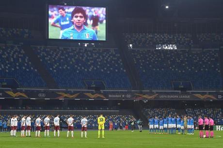 Imagem de Maradona foi vista no telão do San Paolo