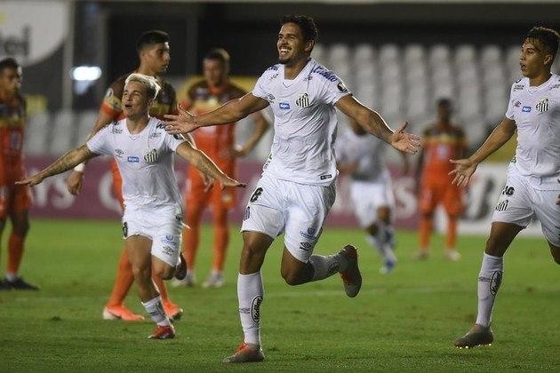 Nas interceptações, um novo empate no topo: Lucas Veríssimo, do Santos, e novamente ele, Victor Bolt, com 2,4 por jogo.