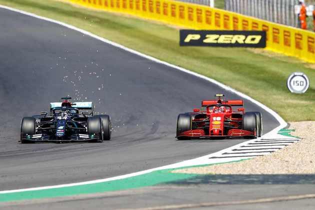 Nas voltas finais, Hamilton tirou Leclerc do pódio utilizando pneus novos