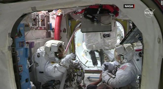 Chris Cassidy e Robert Behnken se preparam para iniciar missão no espaço