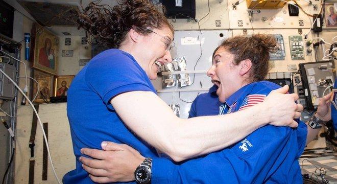 Christina e Jessica realizarão a 1ª caminhada espacial feminina neste mês