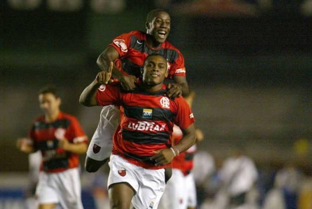 Nascido em Vera Cruz, na Bahia, o atacante Obina ganhou a torcida do Flamengo com dedicação, carisma e gols importantes. Jogou de 2005 a 2010 no clube e além de títulos do Campeonato Carioca e a Copa do Brasil de 2006, foi fundamental para o time permanecer na Série A em 2005.