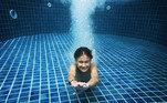 natação-criança-piscina