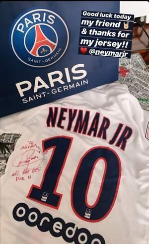 Camiseta autografada por Neymar
