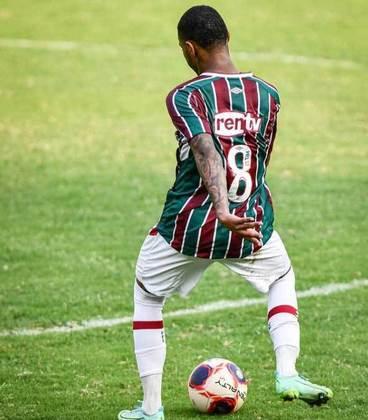 Nathan - 19 anos - meio-campista - contrato com o Fluminense até 31/12/2023