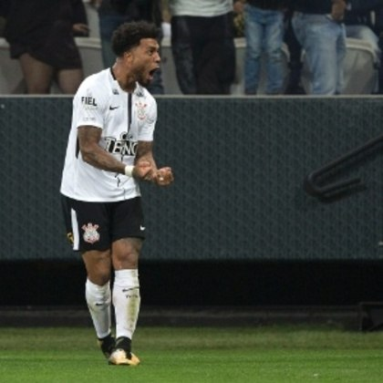 O turco Kazim foi anunciado pelo Corinthians depois de uma passagem pelo Coritiba e, apesar de ter participado de dois títulos paulistas e um brasileiro, marcou apenas quatro gols com a camisa do clube