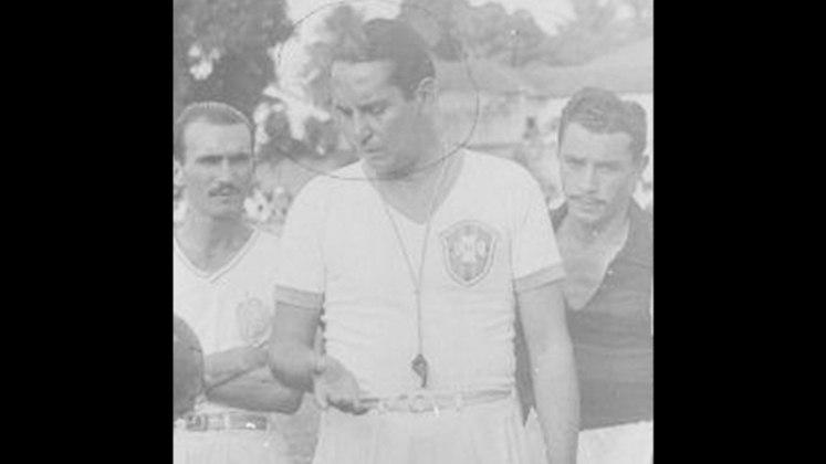 Náutico: Palmeira – De acordo com o pesquisador Adethson Leite, Palmeira é o técnico que mais comandou o Timbu. Entre 1950 e 1960 foram 221. Ele é seguido por Duque, Roberto Fernandes, Orlando Fantoni e Umberto Cabelli.