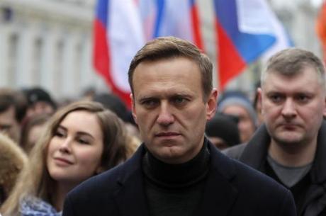 Kremlin disse que Navalny está livre para voltar à Rússia