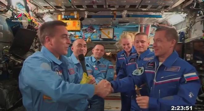 Christopher Cassidy entregou o comando da Estação Espacial  para Sergey Ryzhikov