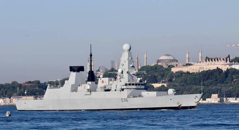 Navio britânico havia entrado em território marítimo russo