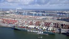 Após 3 meses, navio que bloqueou canal de Suez atraca na Holanda