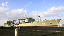 Navio-tanque da marinha iraniana naufraga após incêndio