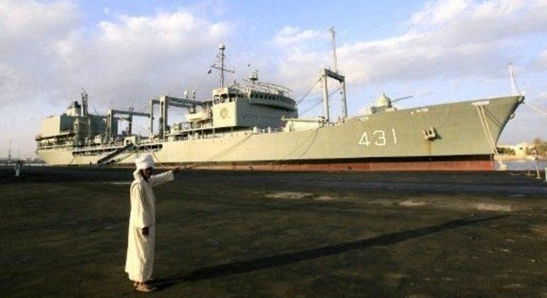 Navio de 207 metros de comprimento estava na marinha iraniana há 40 anos