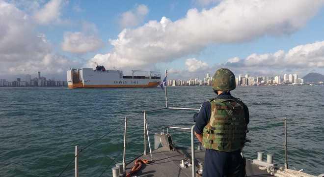 Operação da Receita Federal contou com apoio da PF e Marinha