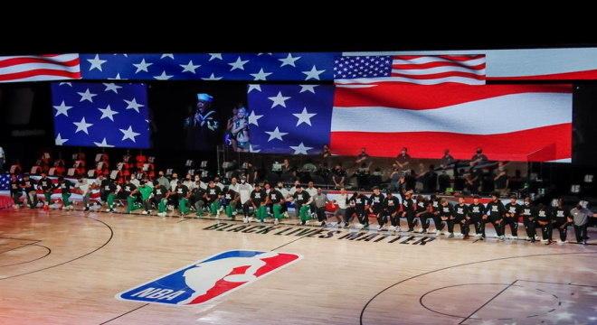 Após permissão, jogadores manifestam contra racismo  na temporada da NBA