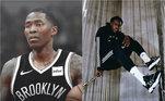 Recentemente Vince Carter deixou a liga de basquete americana. O jogador que estava há 22 temporadas na NBA, devido a pandemia escolheu se aposentar. Com issoJamal Crawford ficou com a coroa de atleta mais velho e aparece na imagem da esquerda, o americano está em quadra com seus 40 anos. Na imagem da direita, o jovemSekou Doumbouya esbanja juventude. O francês tem apenas 19 anos, mas já está na maior liga de basquete do mundo