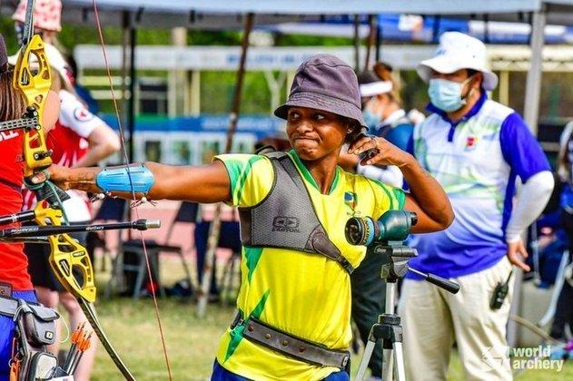 ne Marcelle Santos estreia no tiro com arco às 21h, no individual feminino.