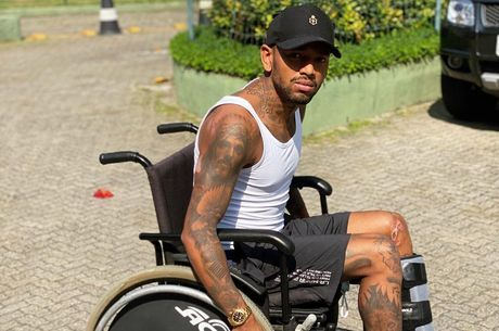 Nego mostrou pneu murcho da cadeira de rodas