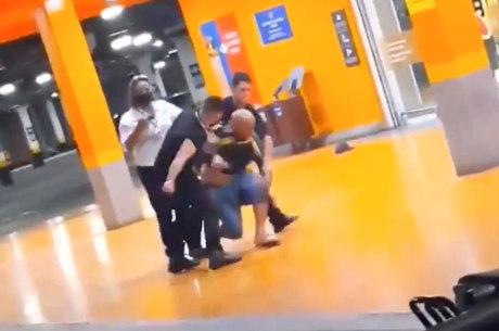 Negro discutiu com caixa e foi assassinado