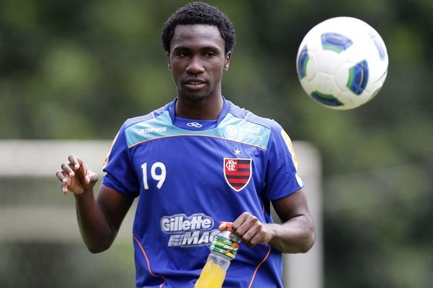 Negueba (Flamengo) - Uma das peças de maior destaque da Seleção Brasileira Sub-20 campeã mundial em 2011, Negueba era apontado como o próximo grande craque do Flamengo. Porém, jamais jogou `altura, e hoje está no futebol sul-coreano, no Gyeongnam.