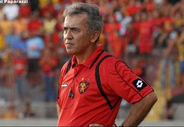 Nelsinho Baptista também venceu dois paulistas durante sua carreira de treinador. Uma foi pelo Corinthians, em 1997, e a outra foi pelo São Paulo, no ano seguinte, em 1998.
