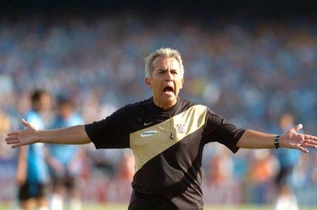 Nelsinho Baptista - Treinou o Corinthians entre setembro de dezembro de 2007 - 11 jogos