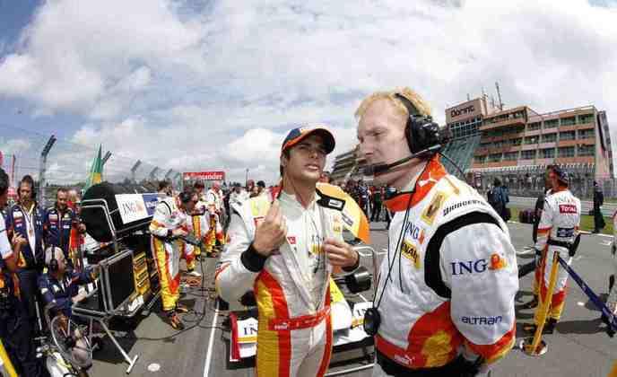 Nelsinho Piquet foi demitido da Renault em 2009 para a chegada de Romain Grosjean.