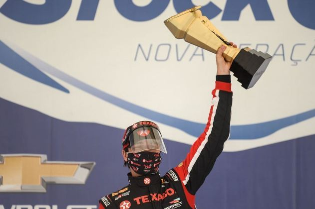 Nelsinho Piquet vibra com a primeira vitória na Stock Car