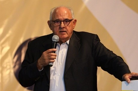 Jobim (foto) foi ex-ministro de Lula