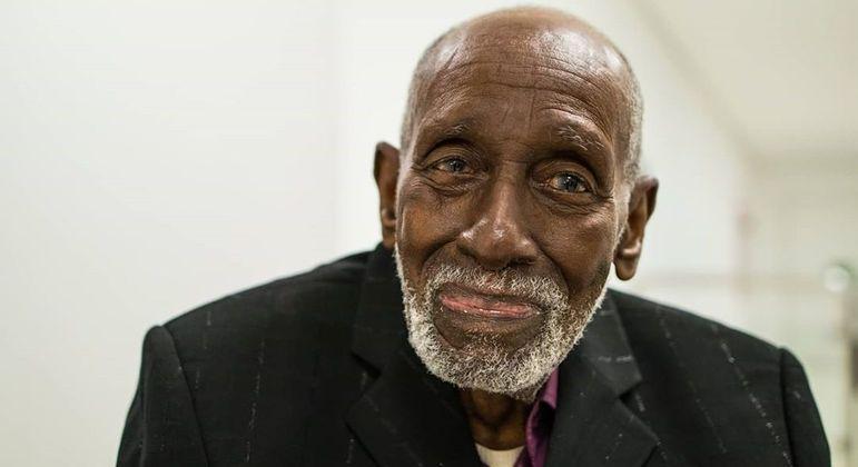 Nelson Sargento tem 96 anos e enfrentou um câncer de próstata anos atrás